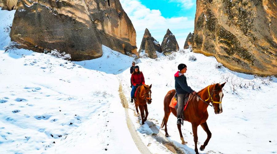 Kapadokya Kışın At Turları